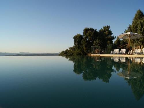 A piscina em ou perto de Quinta das Aveleiras