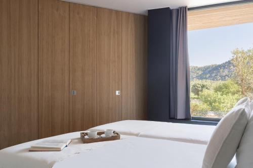 Una cama o camas en una habitación de Son Brull Hotel & Spa