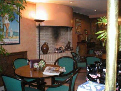 Restaurant ou autre lieu de restauration dans l'établissement Hotel Anvers