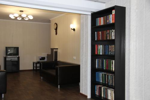 The library in the aparthotel
