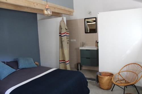 Een bed of bedden in een kamer bij Het Aambeeld