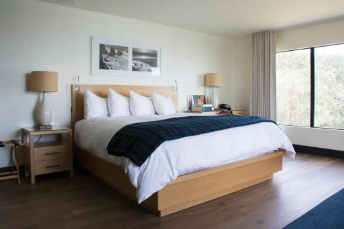 A bed or beds in a room at Timber Cove Resort