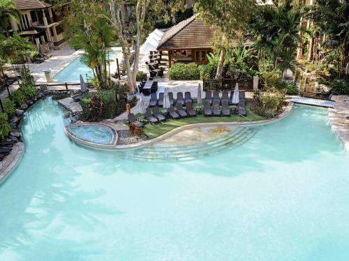 The swimming pool at or near Pullman Palm Cove Sea Temple Resort & Spa