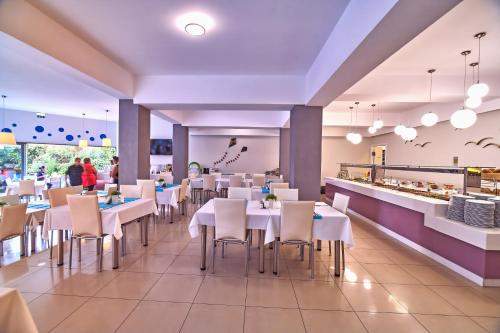 A restaurant or other place to eat at Sunrise Village Hotel - All Inclusive