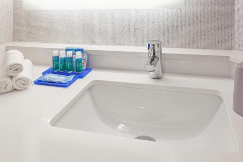 A bathroom at Holiday Inn Express West Los Angeles, an IHG Hotel