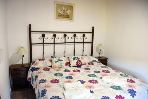 Una cama o camas en una habitación de Cabañas Antu Kuyen