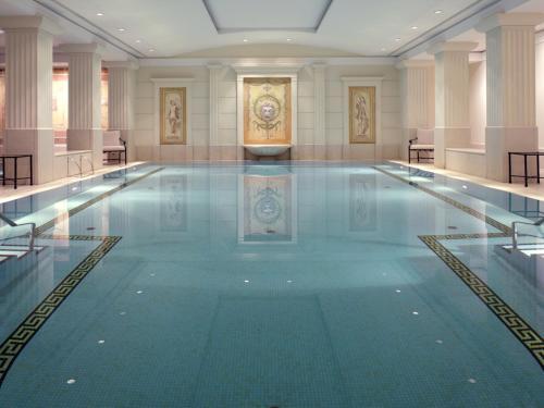 The swimming pool at or close to Hotel Adlon Kempinski Berlin
