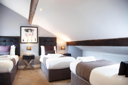 A bed or beds in a room at EPIC Apart Hotel- Campbell Street