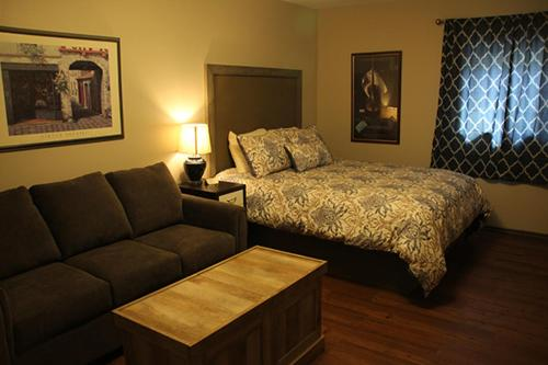 A bed or beds in a room at Shon's - Bike - Ski - Stay