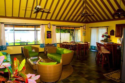 Um restaurante ou outro lugar para comer em BORA - Fare Matira