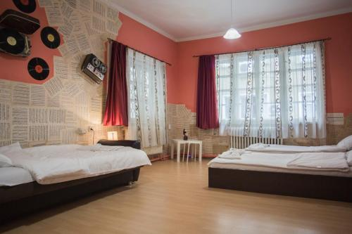 A bed or beds in a room at Serdika Rooms