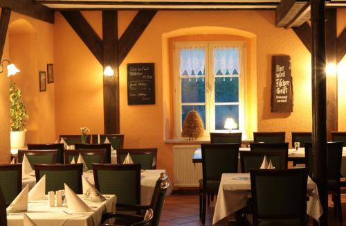 Ein Restaurant oder anderes Speiselokal in der Unterkunft Radduscher Hafen