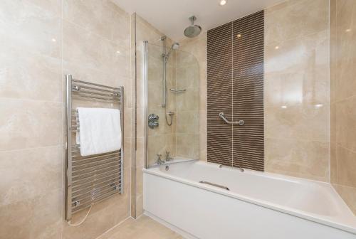 A bathroom at Macdonald Inchyra Hotel & Spa