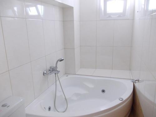 A bathroom at Matina Hotel