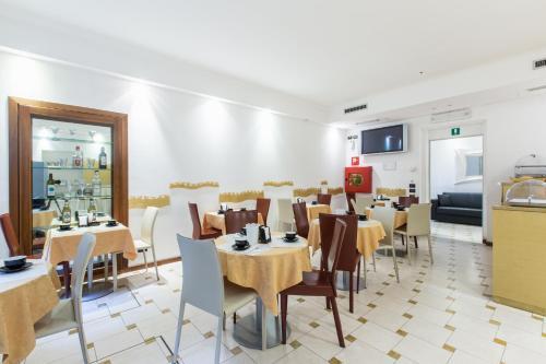 Restaurant ou autre lieu de restauration dans l'établissement Hotel Agli Artisti