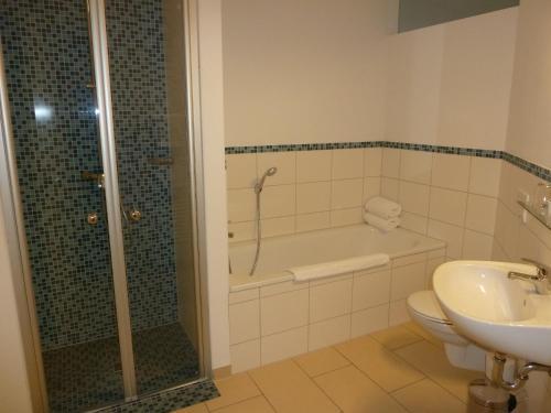 Ein Badezimmer in der Unterkunft Hotel Goor und Apartmenthaus
