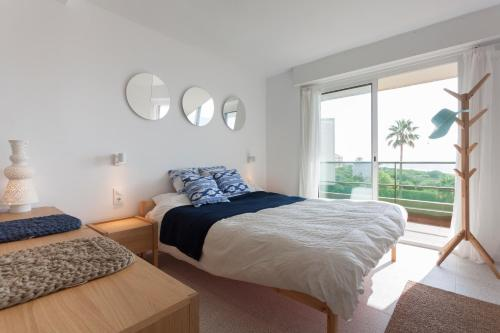 A bed or beds in a room at Gava Mar- Castelldefels Beachfront Apartment- Direct access to the beach