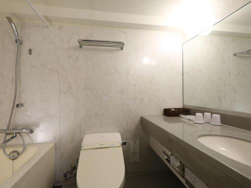 A bathroom at Hotel Hokke Club Kyoto