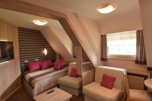 A seating area at Apartment Maja Konaci