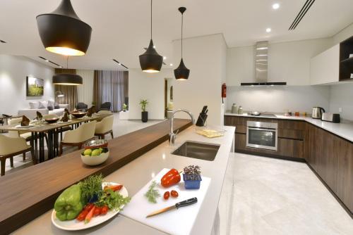 A kitchen or kitchenette at Swiss-Belresidences Juffair