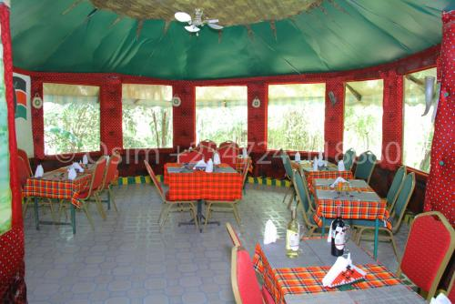 A restaurant or other place to eat at Osim Country Lodge