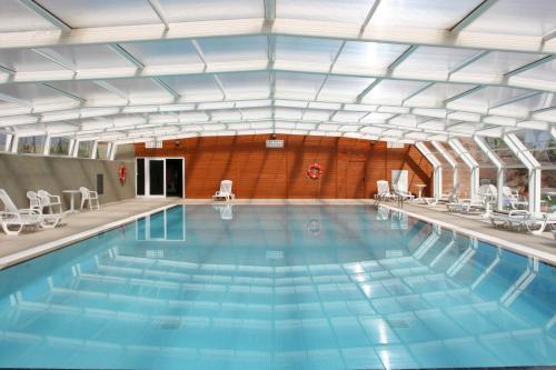 The swimming pool at or near Vilar Rural de Cardona