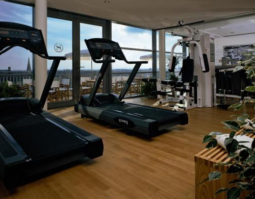 The fitness centre and/or fitness facilities at Sheraton Carlton Nuernberg