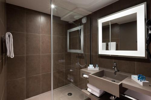 Salle de bains dans l'établissement Novotel Grenoble Centre