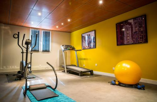 The fitness center and/or fitness facilities at Atrium Hôtel Valence Ville