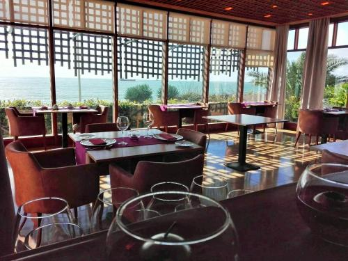A restaurant or other place to eat at Hotel Solar Palmeiras