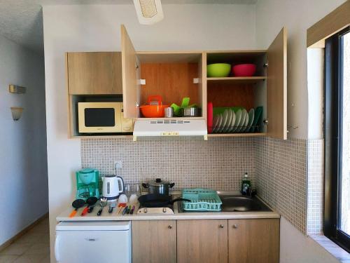 Majoituspaikan Kyriakos Studios keittiö tai keittotila