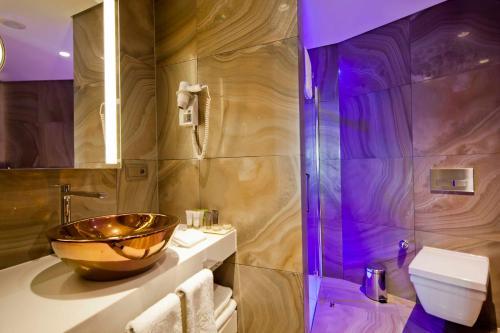 حمام في فندق لاساغرادا إسطنبول