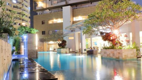 The swimming pool at or near éL Hotel Royale Jakarta