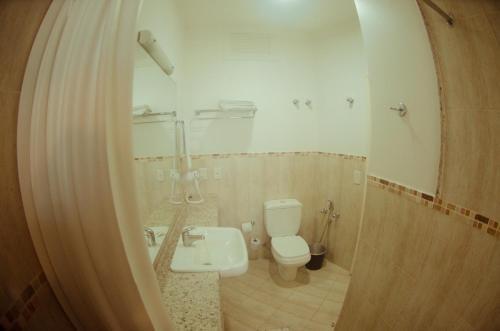 A bathroom at Hotel Marambaia Cabeçudas - frente mar