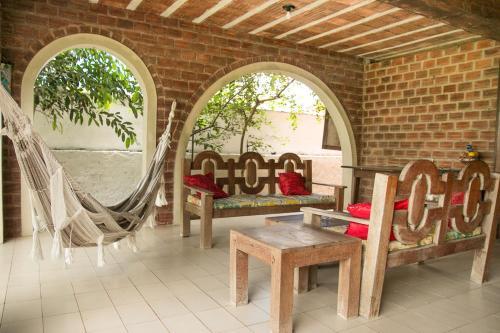 Uma área de estar em Porto de Galinhas Hostel