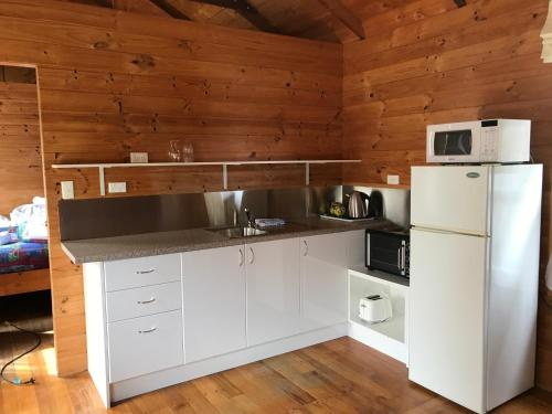 A kitchen or kitchenette at Somerset Beachside Cabin And Caravan Park