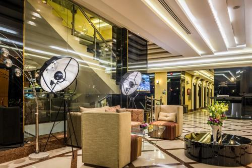 Um restaurante ou outro lugar para comer em Al Muhaidb Al Takhasosi Suites