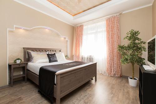 Кровать или кровати в номере Apartment at Belinskogo 15