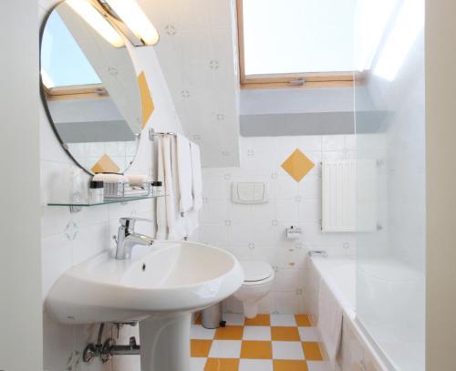 A bathroom at Theater Hotel Leuven Centrum