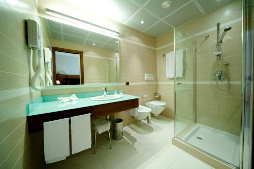 A bathroom at Hotel D'Este