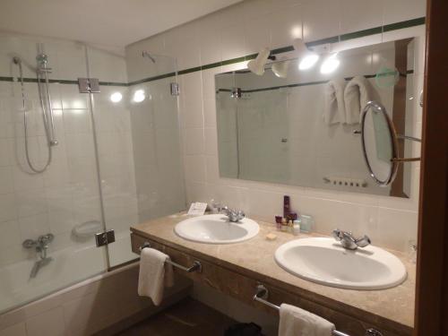 A bathroom at Parador de Melilla