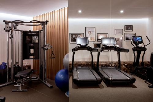 The fitness centre and/or fitness facilities at Almanac Barcelona