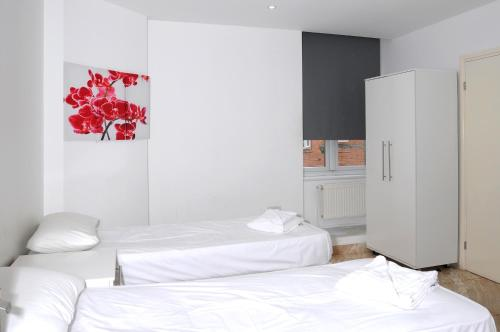 A bed or beds in a room at Abercorn House