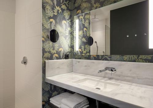 Een badkamer bij Van der Valk Hotel Amsterdam - Amstel