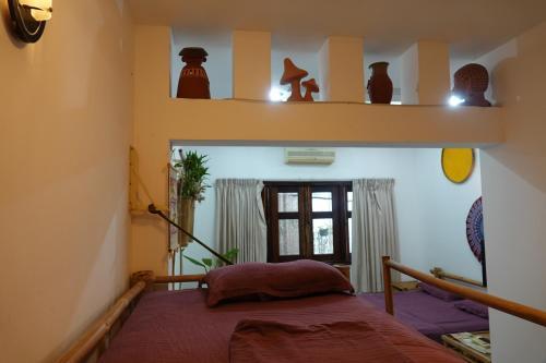 Un ou plusieurs lits dans un hébergement de l'établissement Nguyen Shack - Saigon Tea Coffee & Spirit Collection
