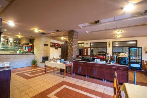 Reštaurácia alebo iné gastronomické zariadenie v ubytovaní Penzión Zivka