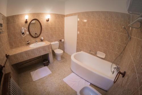 Salle de bains dans l'établissement Lou Mas Dou Juge