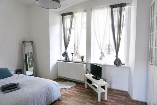 Letto o letti in una camera di Vip Old Town - Apartments Jílská II