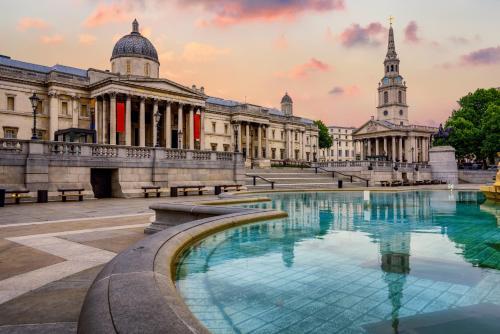 Het zwembad bij of vlak bij Clayton Hotel City of London