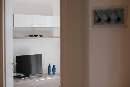 A television and/or entertainment centre at Dulce Mare